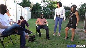 Sophie, mature masquée pour baise à la chaîne [Full Video]