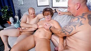 REIFE SWINGER - Chubby German granny sucks and fucks two cocks in naughty threesome