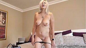 Canadian milf Velvet Skye enjoys a good finger fuck